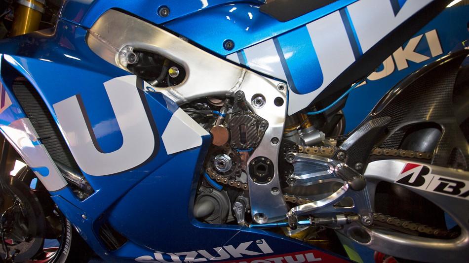 GP Catalunya - Page 2 10_suzukimotogp_s5d0535_slideshow_169