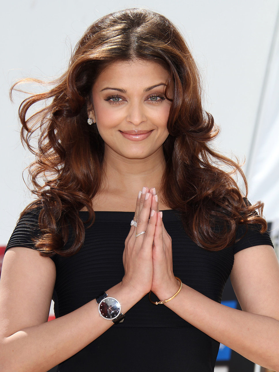 AISHWARYA RAI - Bollywood actress: into the hands of Miss World 1994! Aishwarya_rai_bachchan_black_s