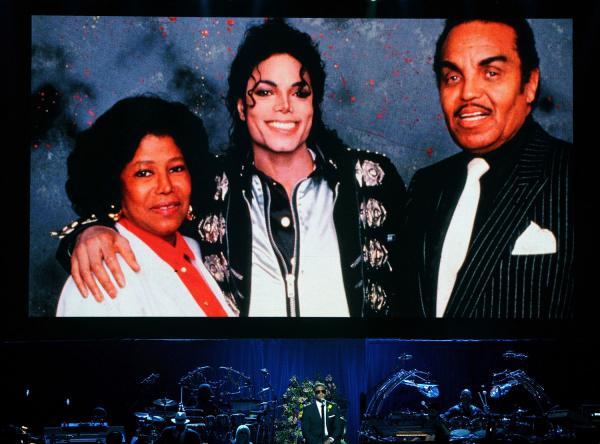 MJ con i genitori Michael-Jackson-Memorial-Service