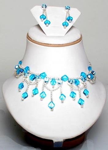 مجوهراتك حسب لون فستانك Images-744310824b43