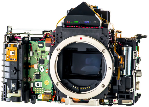 Les entrailles des boitiers FIXYOURCAMERA-ORG-Teardown-Review-Canon-5D-mkiii-050-Disassembly-620x446