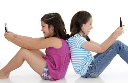 Trẻ em có nên dùng điện thoại di động? 7zFNP