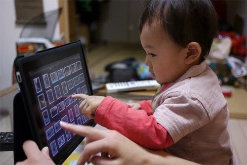 Có nên cho trẻ nhỏ sử dụng iPad? CW98