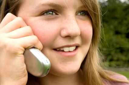 Trẻ em có nên dùng điện thoại di động? IWNXJ