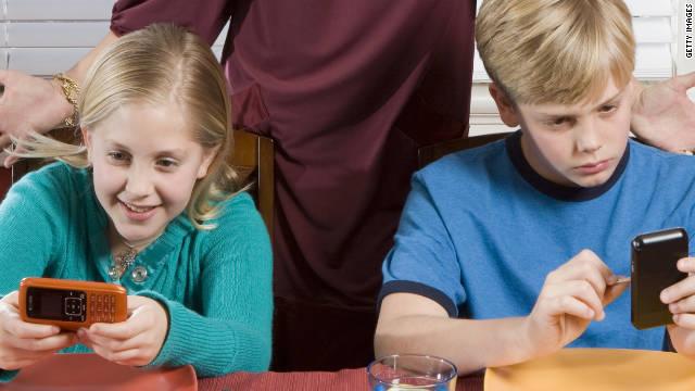 Trẻ em có nên dùng điện thoại di động? JAK5Y