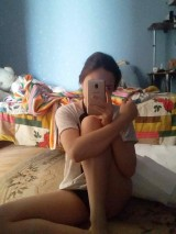 A young girl takes pictures of herself naked at home    Юная девочка фотографирует себя голой дома 1053503-thumb
