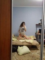 A young girl takes pictures of herself naked at home    Юная девочка фотографирует себя голой дома 1053520-thumb