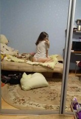 A young girl takes pictures of herself naked at home    Юная девочка фотографирует себя голой дома 1053522-thumb