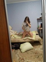 A young girl takes pictures of herself naked at home    Юная девочка фотографирует себя голой дома 1053523-thumb