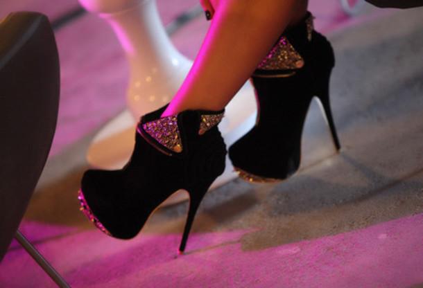كولكشن أحذية بكعب عالي  أروع ما يكون  V0esaf-l-610x610-shoes-black-shoes-high-heels-booties-rhinestone-platform-studded--black-shiny-glamour-sparkling-heels-pumps-bling-glitter-gorgeous-classy-girly-fashion-diamonds-glam-perfect-young-