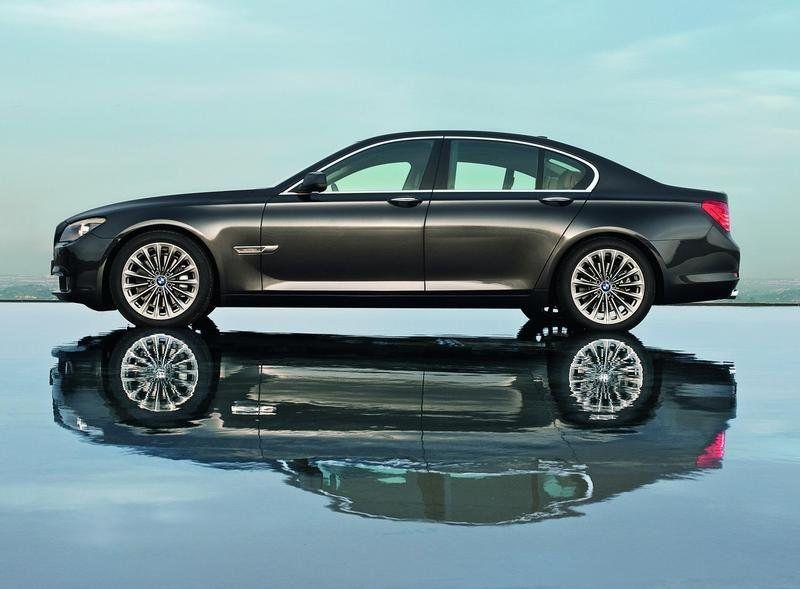 اجمل صور للسيارة الفخمة BMW 2011-bmw-740i-and-740li_800x0w
