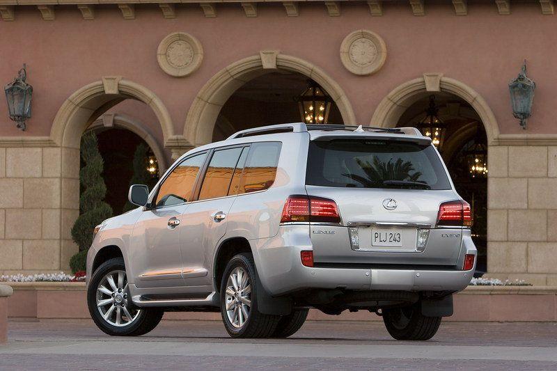 تقرير كامل عن السيارة لكزس lx 570 بالصووووووووووووووور 2010-lexus-lx570-28_800x0w