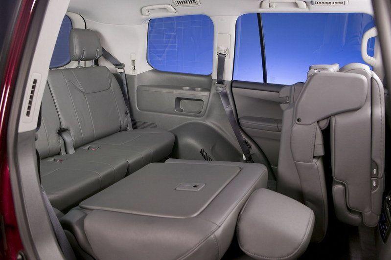 تقرير كامل عن السيارة لكزس lx 570 بالصووووووووووووووور 2010-lexus-lx570-65_800x0w