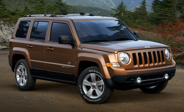 Jeep Renegade la nuova baby Jeep assemblata a Melfi - Pagina 5 Jeep-patriot-70th-an_600x0w