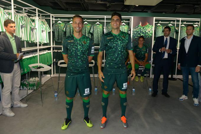 ¿Cuánto mide Sergio Canales? - Altura - Real height Segunda_camiseta_betis_1819_001