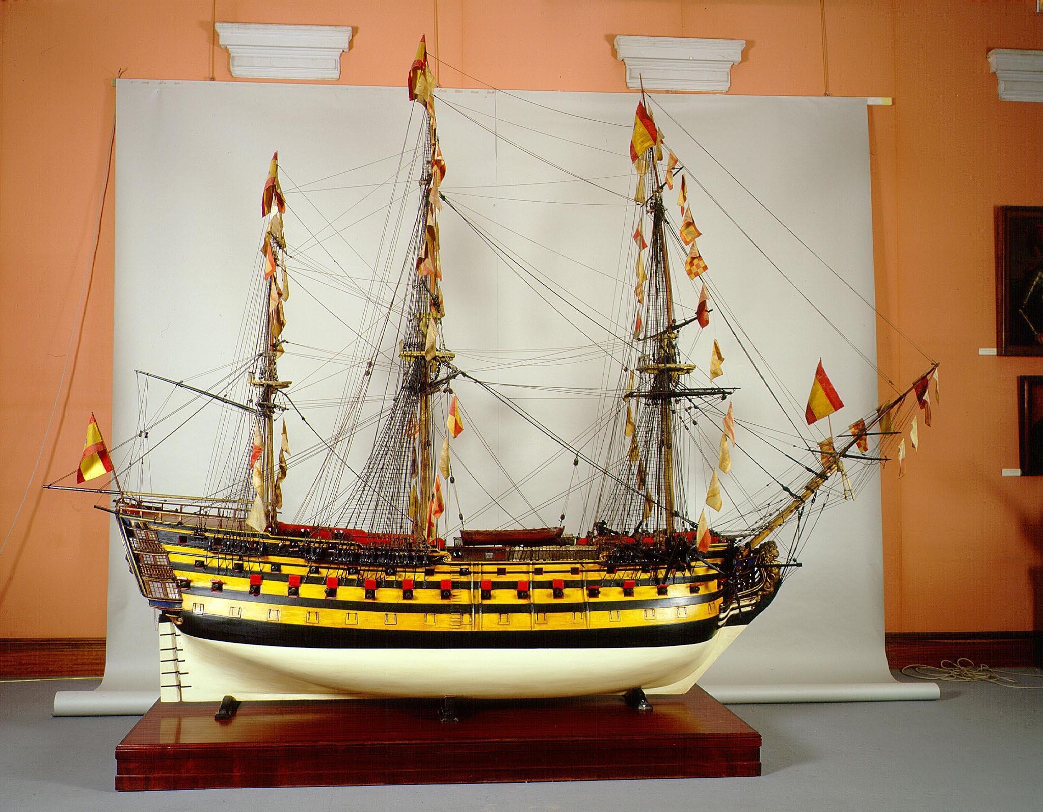El navio de tres puentes en la Armada