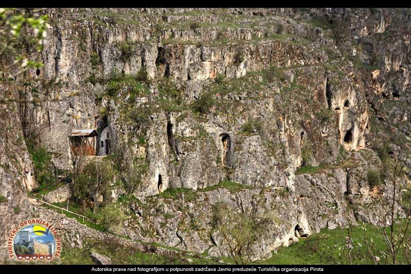Jezera, planine, reke, doline... 17-rsovci-pecine