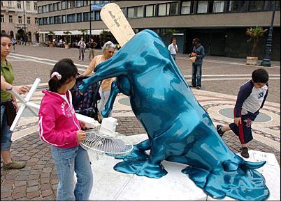 VACAS DE EXPOSICION EN MADRID Melted_cow