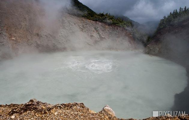 Jezera - Page 3 Boiling-lake