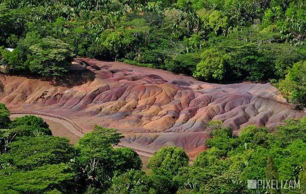 Najzanimljiviji prirodni fenomeni - Page 6 Zemlja-od-sedam-boja3