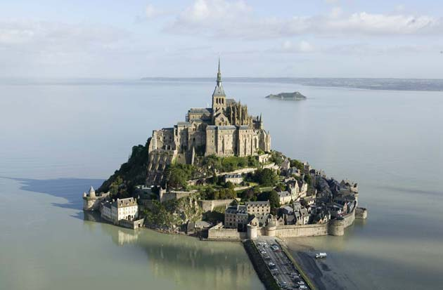 Najlepše crkve i katedrale  - Page 3 Mont-St-Michel1