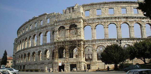 Zanimljivosti o poznatim građevinama - Page 2 Pulska-arena0