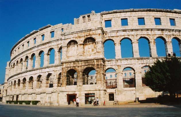 Zanimljivosti o poznatim građevinama - Page 2 Pulska-arena2