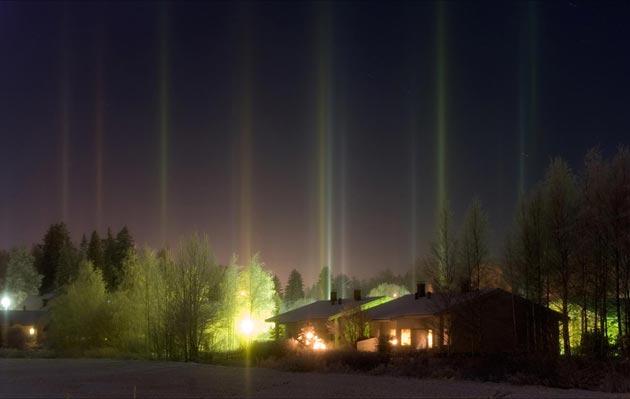 Najzanimljiviji prirodni fenomeni - Page 6 Svjetlosni-Stubovi9