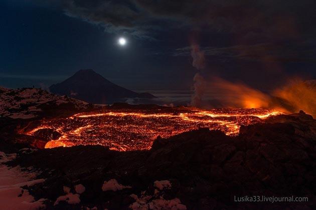 Vulkani - Page 3 Plosky-Tolbachik-vulkan2