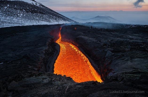 Vulkani - Page 3 Plosky-Tolbachik-vulkan4