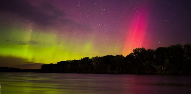Najzanimljiviji prirodni fenomeni - Page 2 Crvena-aurora