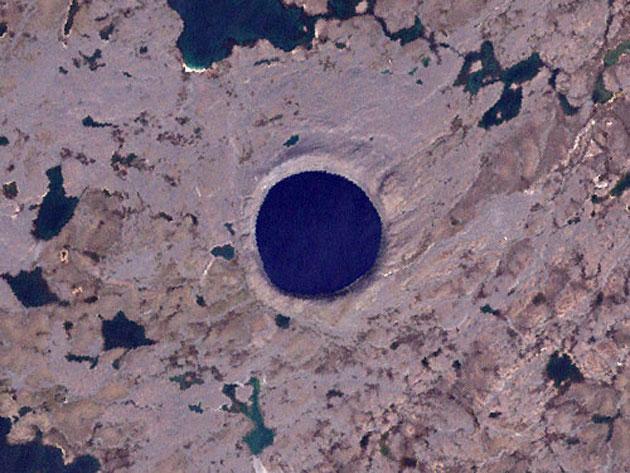 Krateri na Zemlji Pingualuit-krater-2
