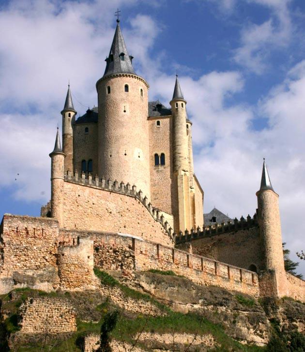 Dvorci koje verovatno nikada nećete posedovati - Page 3 Alcazar-de-Segovia-3