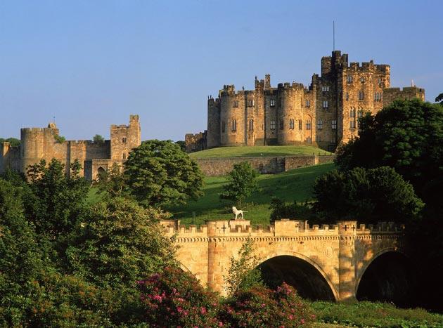 Dvorci koje verovatno nikada nećete posedovati - Page 3 Alnwick-Castle-1
