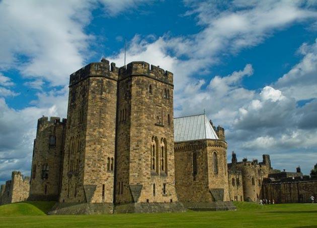 Dvorci koje verovatno nikada nećete posedovati - Page 3 Alnwick-Castle-4