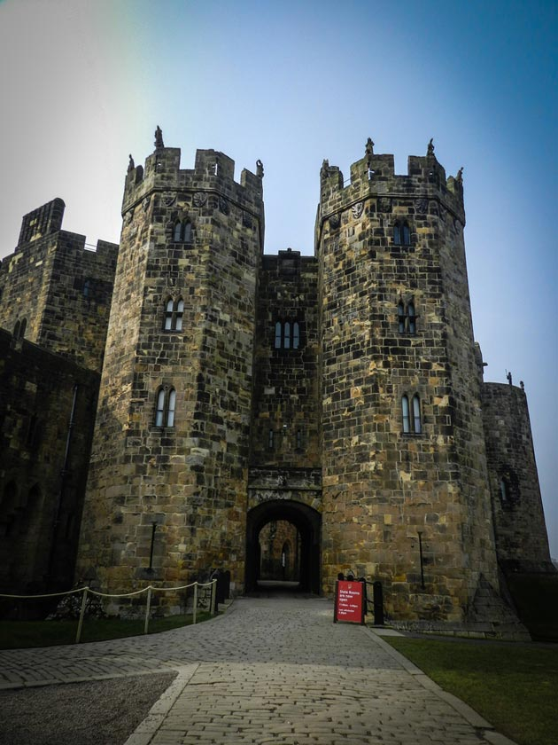 Dvorci koje verovatno nikada nećete posedovati - Page 3 Alnwick-Castle-6