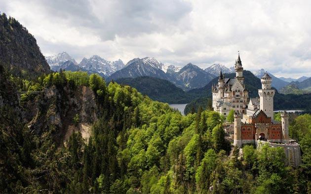 Dvorci koje verovatno nikada nećete posedovati - Page 3 Neuschwanstein-11