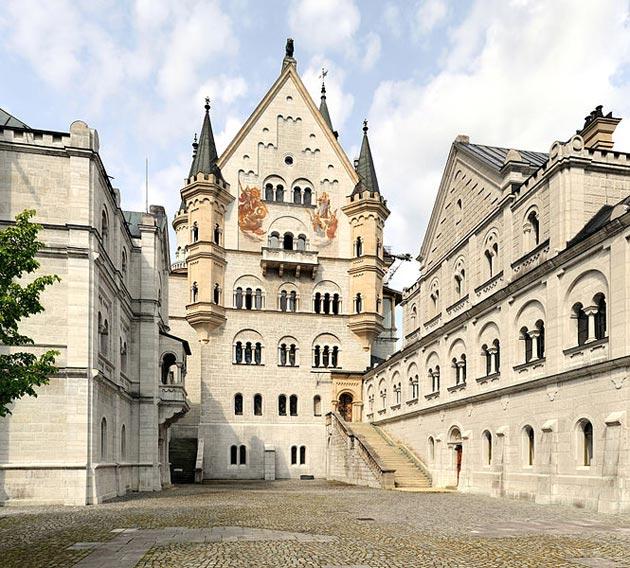 Dvorci koje verovatno nikada nećete posedovati - Page 3 Neuschwanstein-5