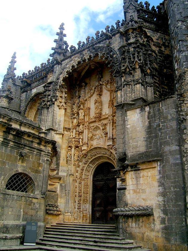Dvorci koje verovatno nikada nećete posedovati - Page 4 Convento-de-Cristo-12