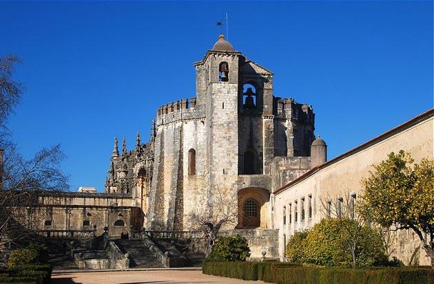 Dvorci koje verovatno nikada nećete posedovati - Page 4 Convento-de-Cristo-13