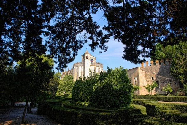 Dvorci koje verovatno nikada nećete posedovati - Page 4 Convento-de-Cristo-2