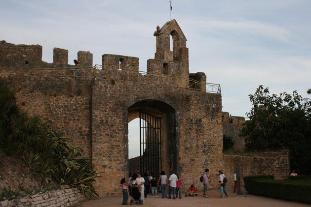Dvorci koje verovatno nikada nećete posedovati - Page 4 Convento-de-Cristo-3