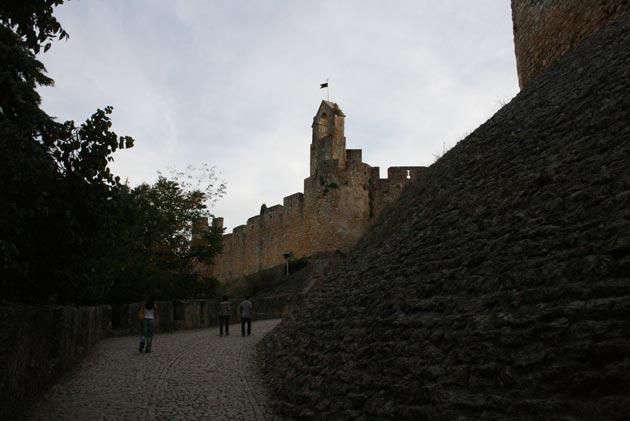 Dvorci koje verovatno nikada nećete posedovati - Page 4 Convento-de-Cristo-4