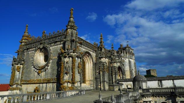 Dvorci koje verovatno nikada nećete posedovati - Page 4 Convento-de-Cristo-5