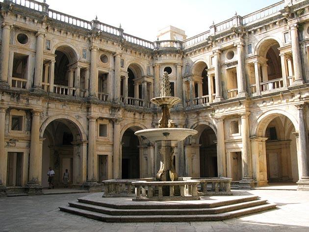 Dvorci koje verovatno nikada nećete posedovati - Page 4 Convento-de-Cristo-7