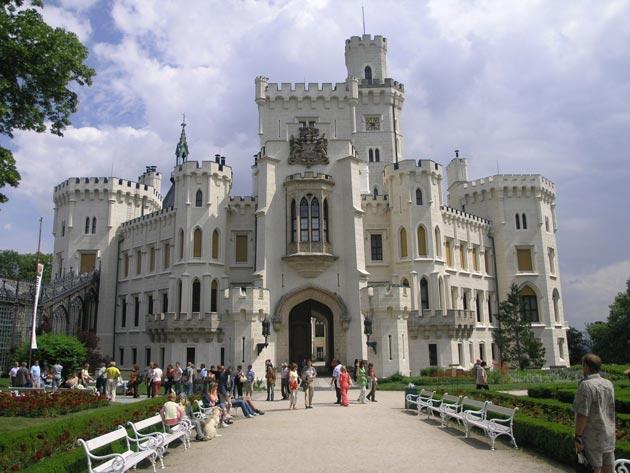 Dvorci koje verovatno nikada nećete posedovati - Page 3 Hluboka-1