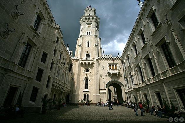 Dvorci koje verovatno nikada nećete posedovati - Page 3 Hluboka-10