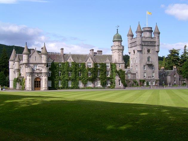 Dvorci koje verovatno nikada nećete posedovati - Page 3 Balmoral-11