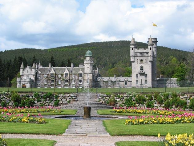 Dvorci koje verovatno nikada nećete posedovati - Page 3 Balmoral-5
