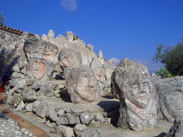Vrt 'seoskog luđaka', Sicilija Il-Castello-Incantato-1